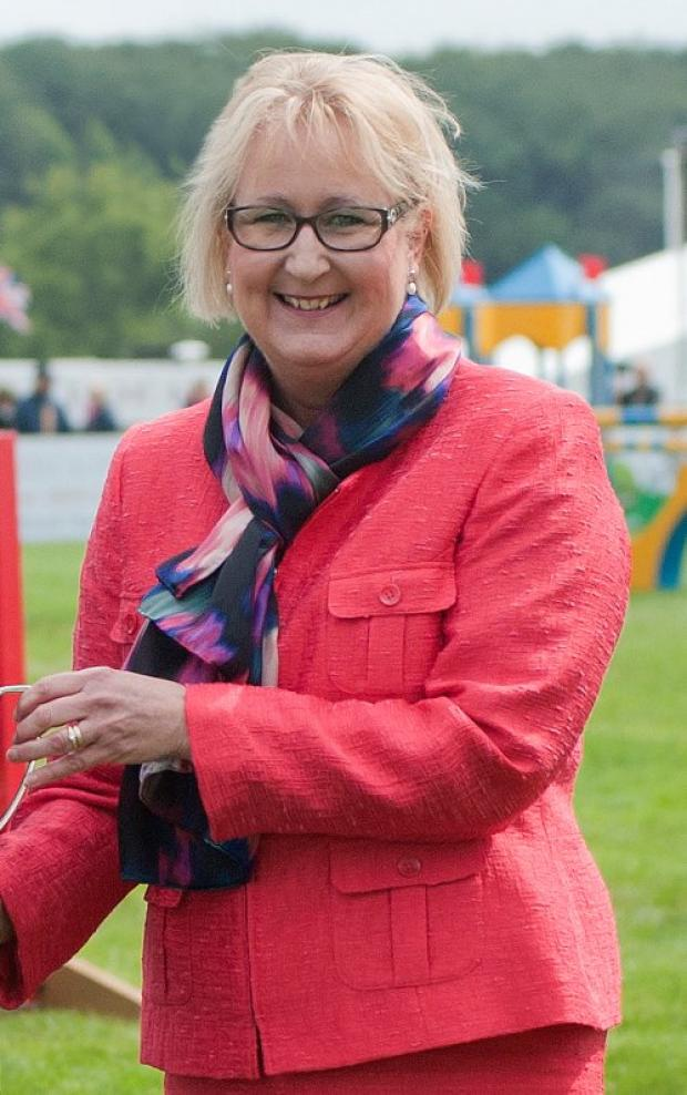 CHIEF EXECUTIVE: Jeanette Dawson