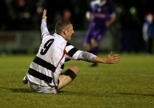 Darlington drew 0-0 with Spennymoor in the Northern League top of the table encounter