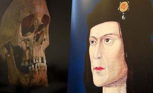 An image of Richard III next to an image of the skeleton found under Greyfriars car park in Leicester
