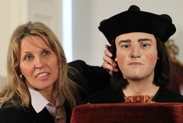 Philippa Langley with a reconstruction of the head of Richard III, based on the bones found in a car park