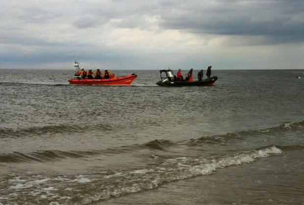 The Redcar RNLI lifeboat bringing the disabled craft to the beach. Photo: RNLI Redcar.