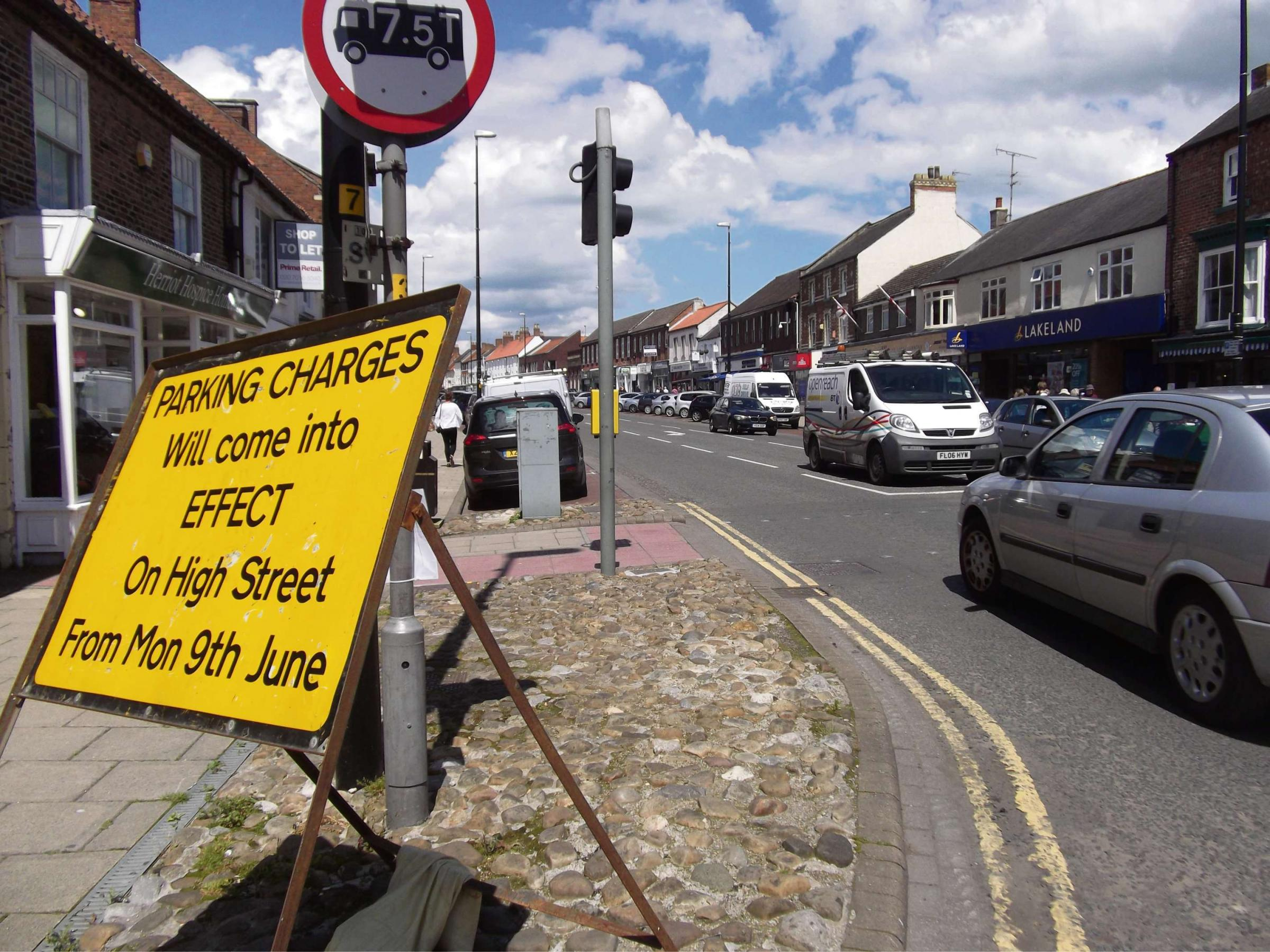 Motorists baffled by High Street parking signs