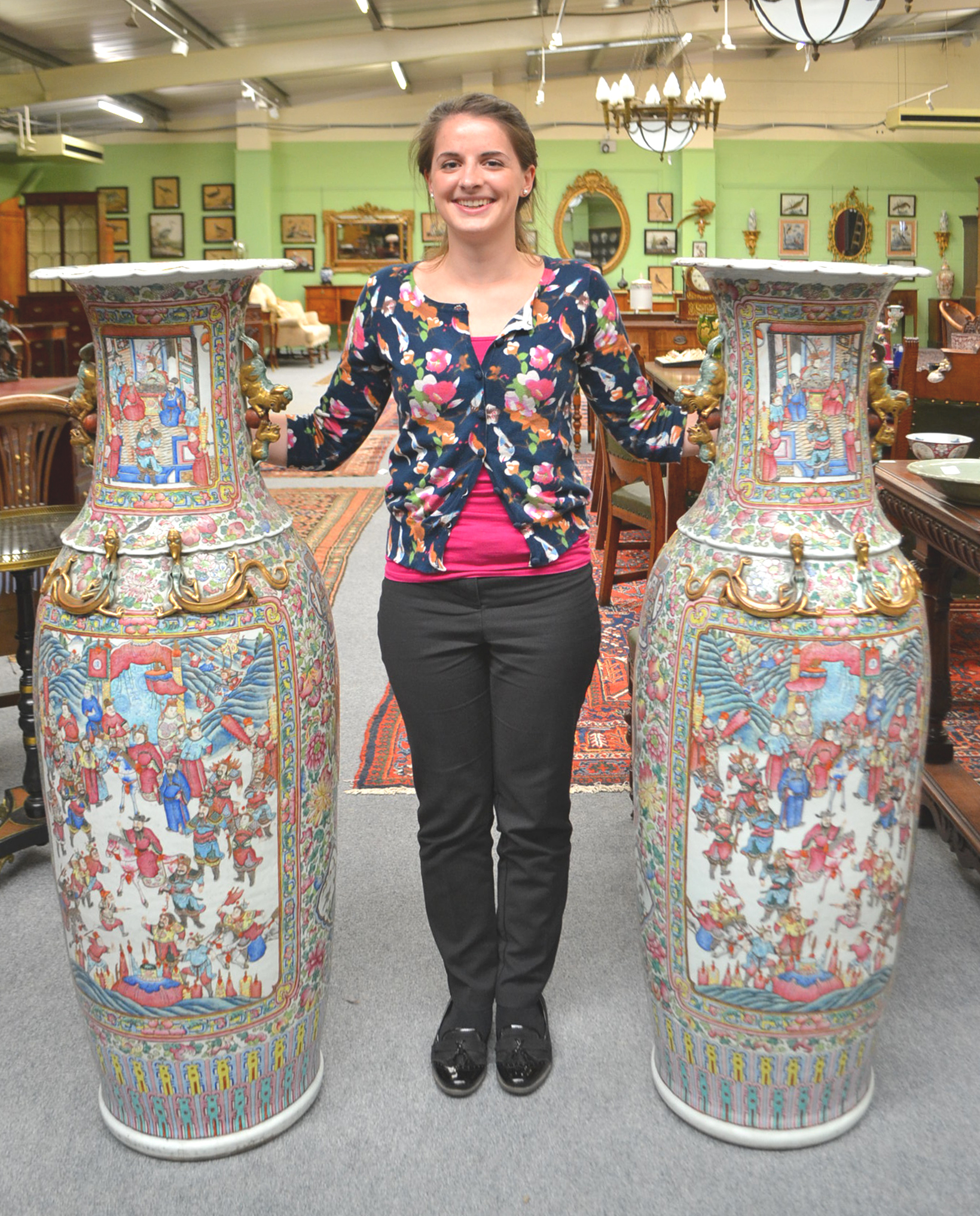 Giant Chinese vases expected to fetch £70,000