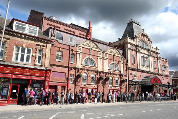 Hundreds queued to get their hands on Michael McIntyre tickets in Darlington