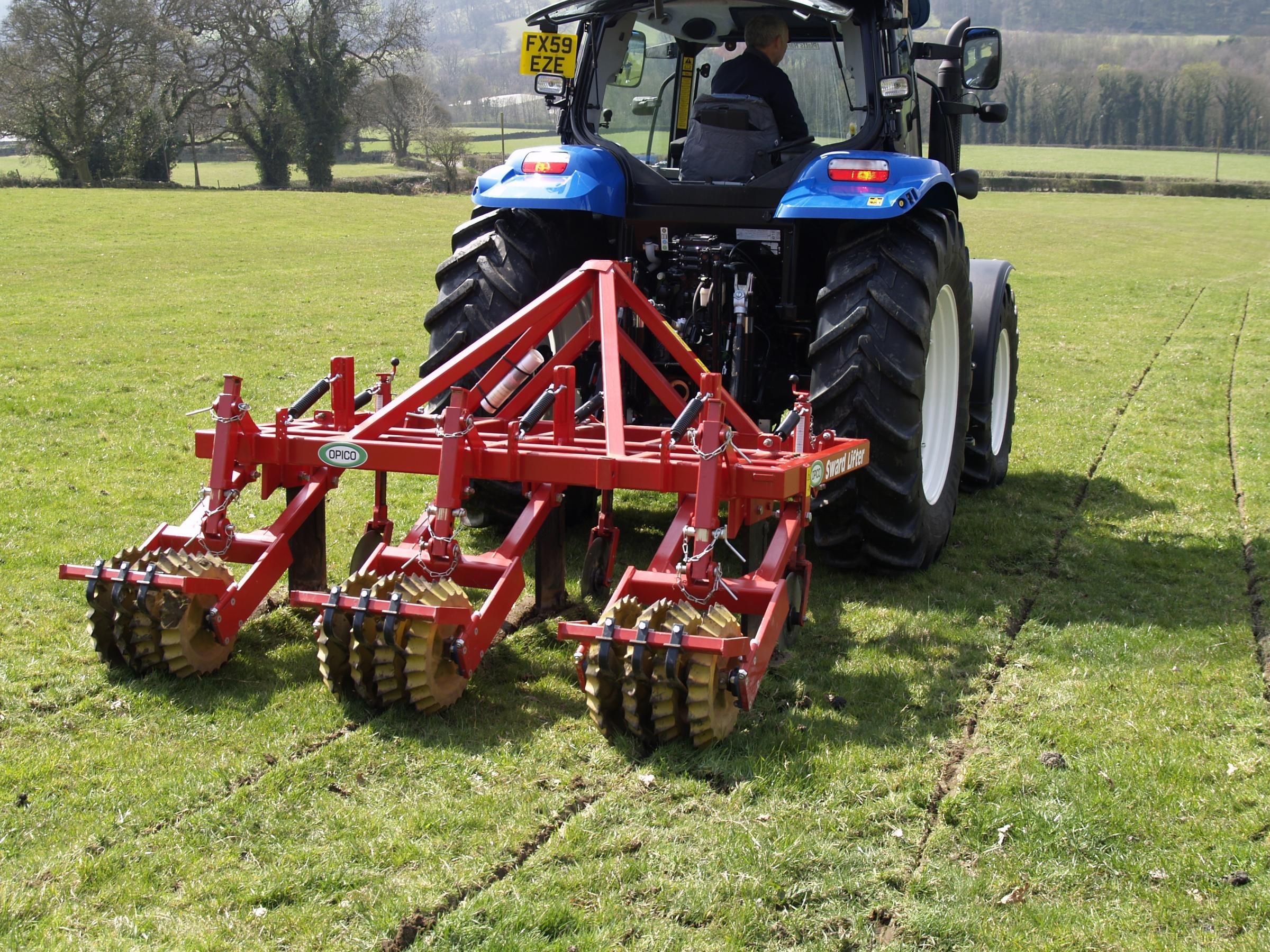 The autumn months are the ideal time to sward-lift compacted grassland and benefit from an earlier turnout and higher sward productivity.