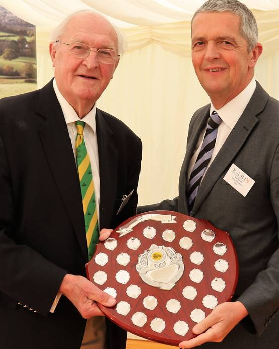 Lord Plumb (l) presents NFU deputy president Guy Smith with the award
