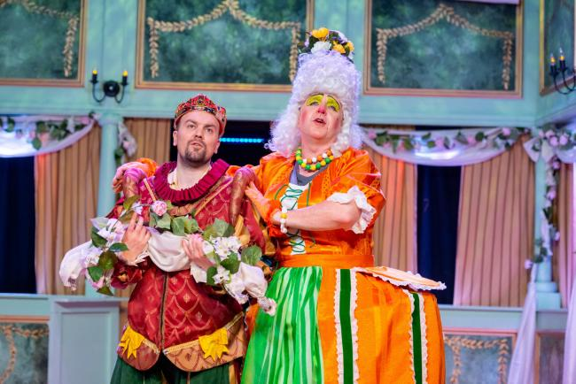 DAME: Dean Ross as King Samuel and Gary Bridgens as Queen Tryphosa