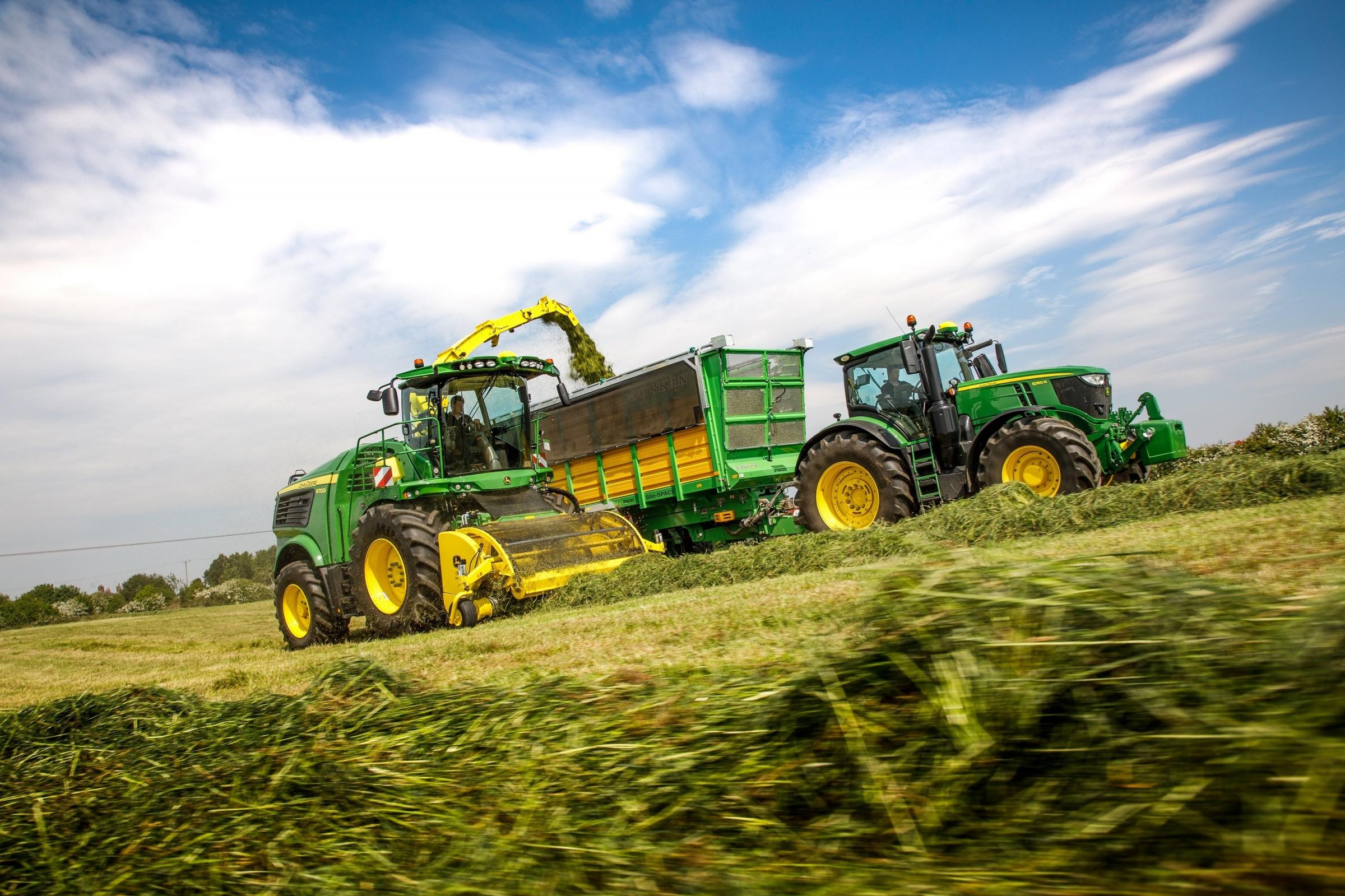 A new John Deere 9700i self-propelled forage harvester equipped with the 639 Premium 3m grass pick-up